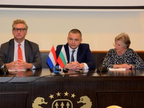 Над 25 фирми участват в третия Българо-холандски морски форум