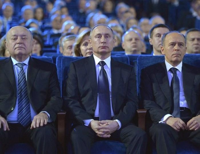 """ПУТИН: Западът не може да мигне, че ще """"върна"""" СССР"""