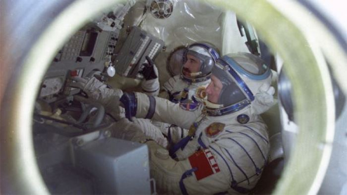 "Шестима космонавти пристигат в ""Камчия"""