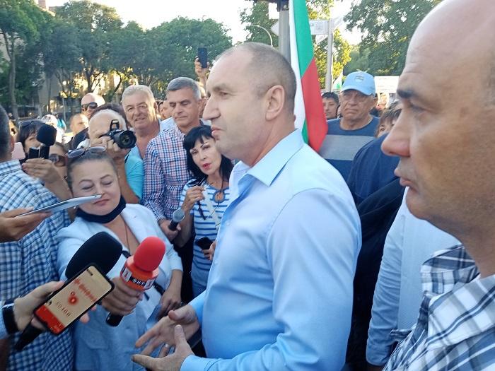 Във Варна властта докара цигани срещу Радев